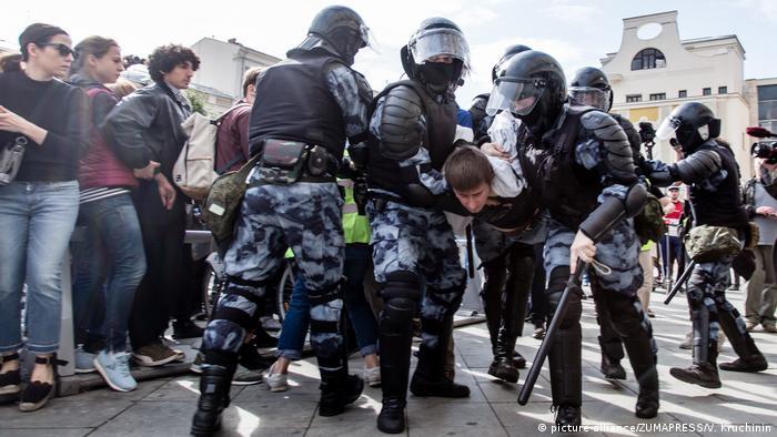 Арест участника протестов в Москве 3 августа