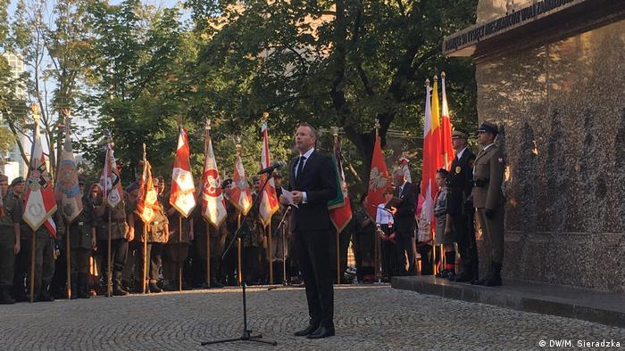 Burmistrz Syltu Nikolas Häckel w czasie przemówienia w Warszawie (5.08.19)