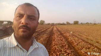 Farmer Haribhai Devjibhai Patel in front of his field (photo: privat)