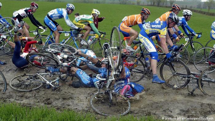 Radsport Frankreich Massensturz (picture-alliance/Augenklick/Roth)