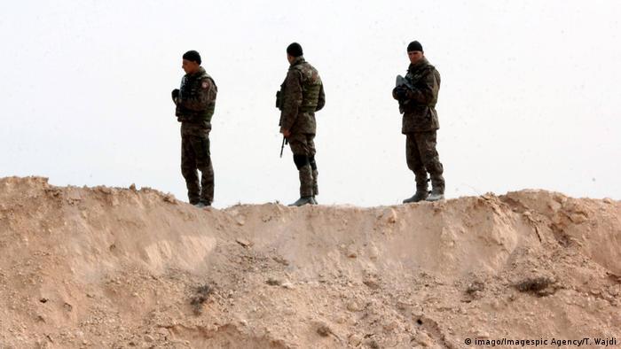 солдаты в пустыне