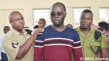 Erick Kabendera, the Tanzanian investigative journalist, was arraigned to the Dar es Salaam court on 5 August 2019, charged with three non-bailable cases, ranging from consipracy against economy to tax avasion. Rights: Said Khamis/DW am 5 August 2019