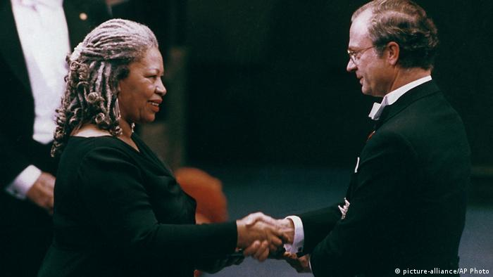 Toni Morrison erhält Literaturnobelpreis 1993 (picture-alliance/AP Photo)