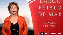 """Isabel Allende, chilenische Schriftstellerin, und ihr neue Roman """"Largo pétalo de mar""""."""