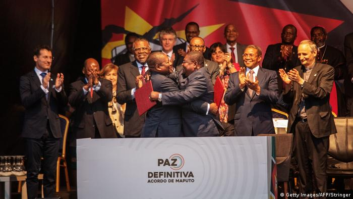 Mosambik Maputo | Filipe Nyusi und Ossufo Momade unterschreiben Friedensabkommen
