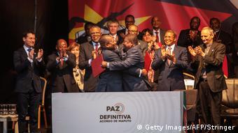 Mosambik Maputo   Filipe Nyusi und Ossufo Momade unterschreiben Friedensabkommen