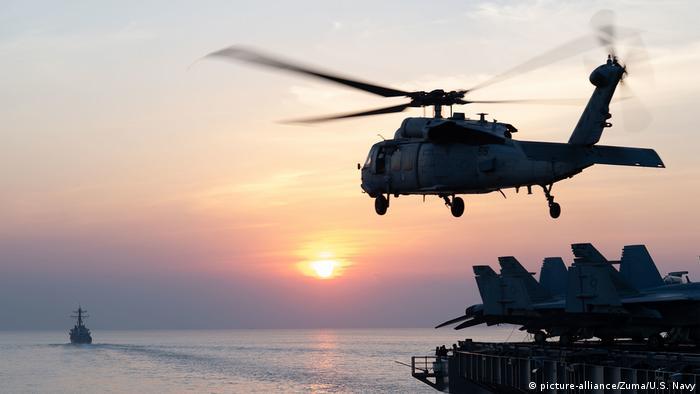 Straße von Hormus Helikopter US-Navy MH-60S Seahawk (picture-alliance/Zuma/U.S. Navy)