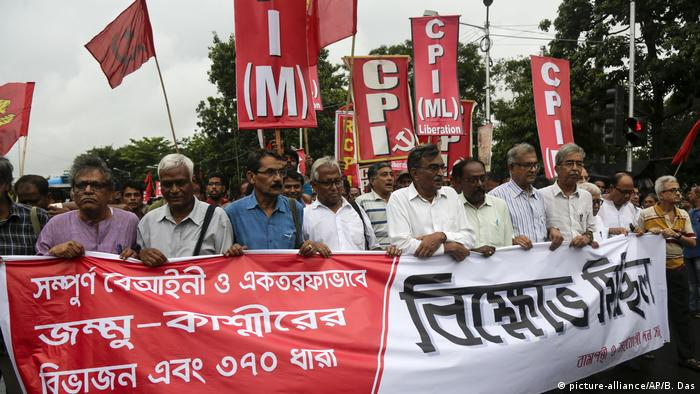 People protest in Kolkata after the Indian government revoked Kashmir's special constitutional status