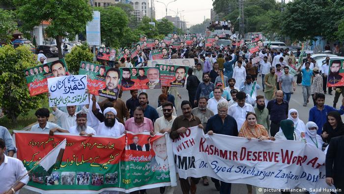 Pakistan expels Indian ambassador over Kashmir dispute | News | DW