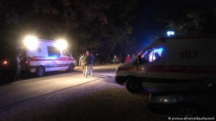 Кареты скорой помощи у особняка Атамбаева