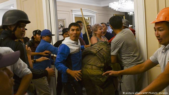 Supporters of Kyrgyzstan's ex-president Almazbek Atambayev capture a special forces member