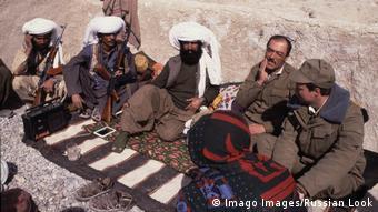 Сотрудники германской разведки и спецназ бундесвера в Афганистане и Пакистане в 1980-е маскировались под моджахедов и санитаров. На фото: моджахеды в 1985 году