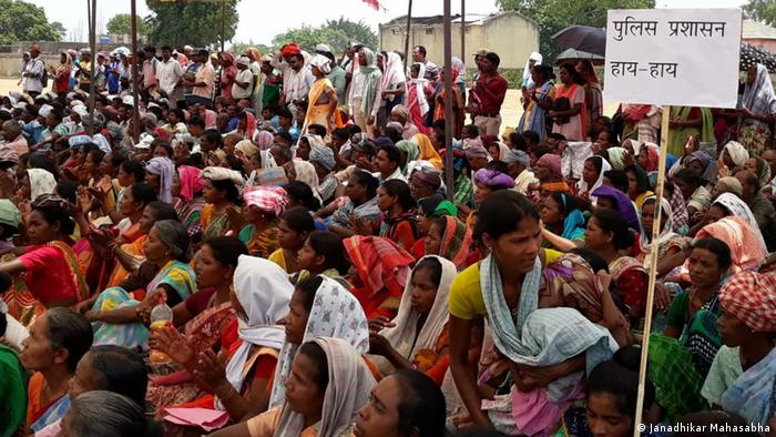 Tribals in the Indian state of Jharkhand protest over the killing of a person by vigilante groups (Janadhikar Mahasabha)