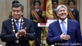 Сооронбай Жээнбеков (слева) и Алмазбек Атамбаев (справа). Фото из архива
