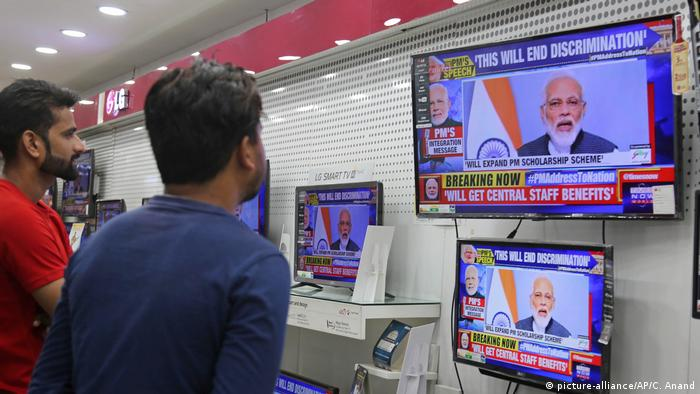 Indien Narendra Modi TV-Ansprache (picture-alliance/AP/C. Anand)