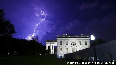 Una tormenta en la Casa Blanca, Washington, EE.UU.