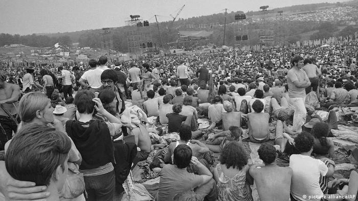 BG: Woodstock - die Lieder und ihre politischen Inhalte (picture-alliance/AP)