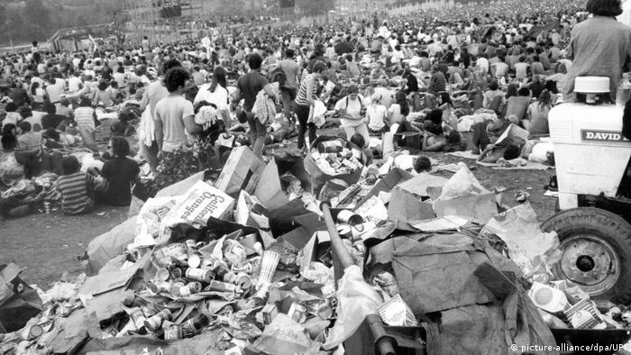 Aufräumarbeiten während des Woodstock-Festivals