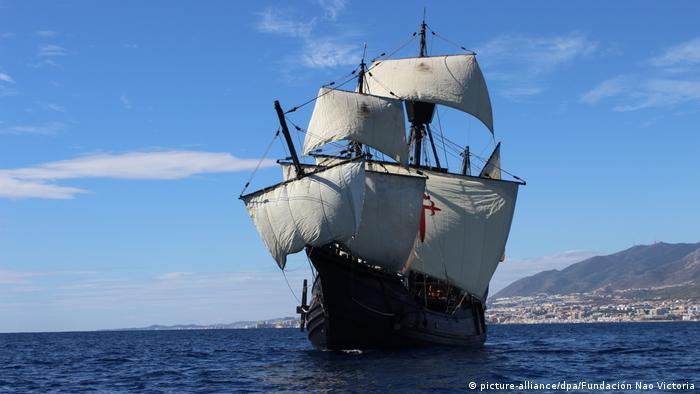Réplica da nau Victoria, que completou a volta ao globo iniciada por Magalhães