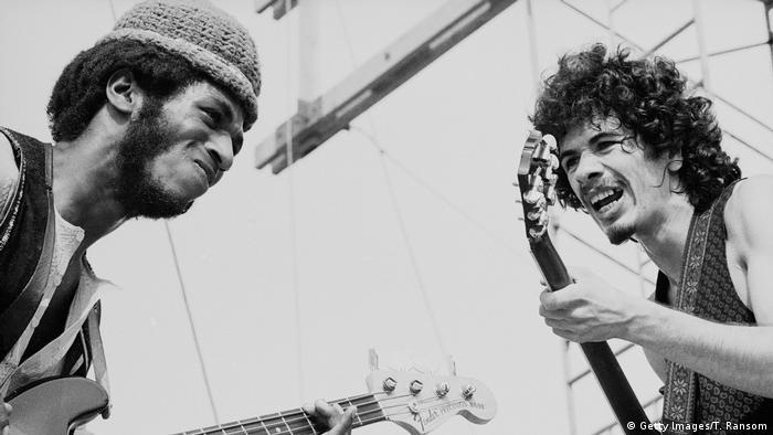 Karlos Santana (1947) je na svojoj koži osetio sve nevolje migrantskog života - imao je 14 godina kada je sa roditeljima iz Meksika došao u SAD. Njegov nastup (Žrtvovanje duše) jedan je od najspektakularnijih na festivalu. Instrumentalni komad očarao je pristune ritmom bubnjara i ekstatičnim gitarskim solom ovog mladog muzičara. Santana se smatra izumiteljem latinskog roka.