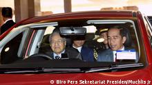 """Malaysian Prime Minister Mahathir Mohamad drived Indonesian President Joko """"Jokowi"""" Widodo in a Proton Persona during the latter's visit to Putrajaya, Malaysia on Friday (09/08)."""