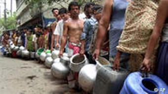 People queuing for water in Bangladesh