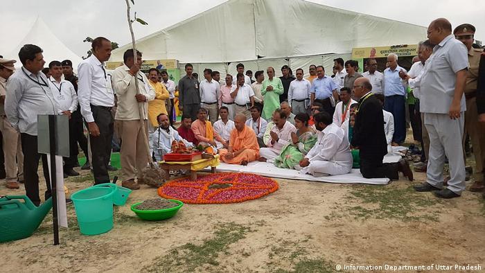 Indien Aktion Bäume pflanzen in Uttar Pradesh