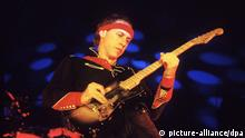 Mark Knopfler Bandleader Rockgruppe Dire Straits 1985 (picture-alliance/dpa)