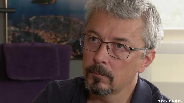 Олександр Ткаченко під час інтерв'ю DW