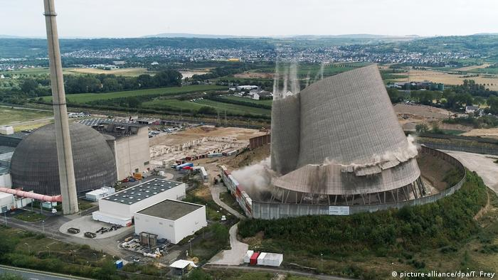 Mülheim-Kärlich AKW-Turm ist planmäßig eingesturzt