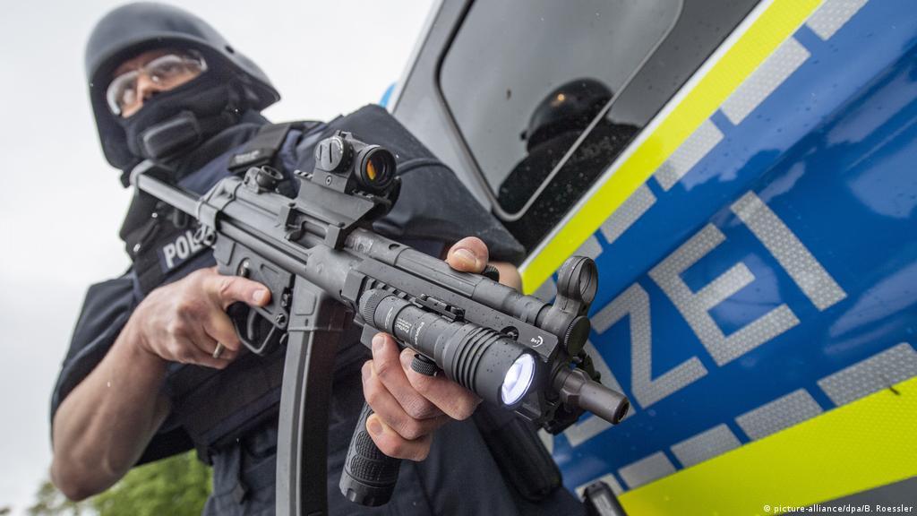 German police under fire after losing submachine gun | News | DW |  09.08.2019