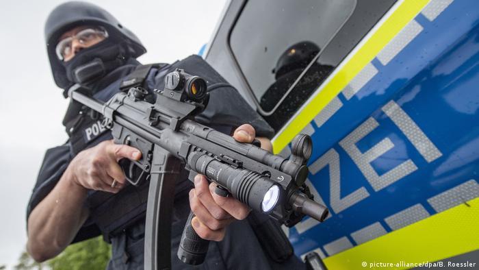 A German police officer holds a Heckler & Koch MP5 submachine gun