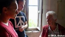 Überlebende Siria Pardini in ihrem Elternhaus. Hier wurde 1944 ihre erschossene Mutter aufgebahrt. Zwei ihrer Schwestern, Anna (20 Tage) und Maria (16 Jahre) wurden lebensgefährlich verletzt und starben im September. Foto: Andrea Grunau / DW