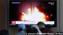 Südkorea Seoul   TV-Berichterstattung zu Nordkoreas Raketenprogramm