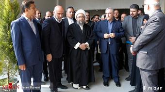 اکبر طبری (نفر دوم از چپ)، معاون اجرایی دفتر رئیس پیشین قوه قضائیه