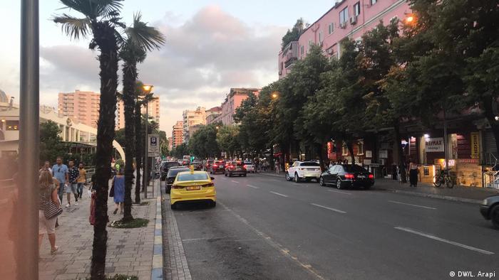 Тирана днес
