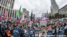 Tens of thousands demand open elections in Moscow