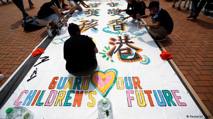 Hong Kong | Proteste gegen das Auslieferungsgesetz - Guard Our Children's Future Rally (Reuters/I. Kato)