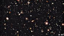 Hubble Bilder Bislang tiefstes Bild vom Universum This recent photo provided by NASA and the European Space Agency, and captured by the Hubble Space Telescope, shows the deepest image of the universe ever taken in near-infrared light. The faintest and reddest objects in the image are galaxies that formed 600 million years after the Big Bang. No galaxies have been seen before at such early times. The new deep view also provides insights into how galaxies grew in their formative years early in the universe's history. (AP Photo/NASA, European Space Agency)