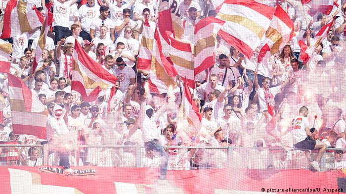 Fußball DFB Pokal FC Kaiserslautern v 1.FSV Mainz 05 Fans