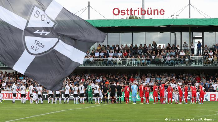 Fußball DFB-Pokal SC Verl - FC Augsburg (picture-alliance/dpa/F. Gentsch)
