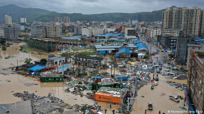 Тайфун Лекіма паралізував життя на сході Китаю