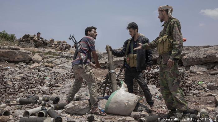 Yemen militia fighters firing mortars