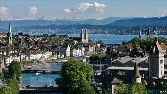 Flash-Galerie Zürich Stadt mit Fluss Limmat (AP)