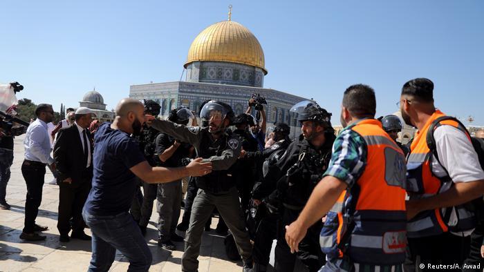 Israel Ausschreitungen zwischen palästinensischen Gläubigen & Polizei (Reuters/A. Awad)