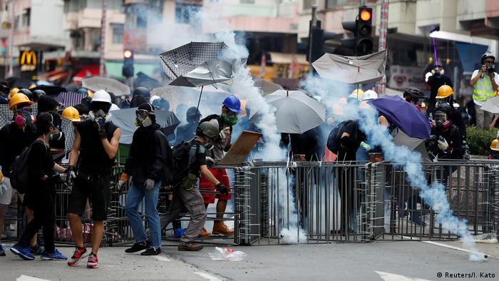 Hongkong Protest gegen China & Auslieferungsgesetz | Tränengas (Reuters/I. Kato)