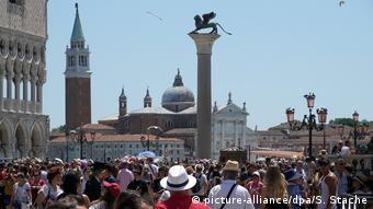 Venedig - Markusplatz (picture-alliance/dpa/S. Stache)