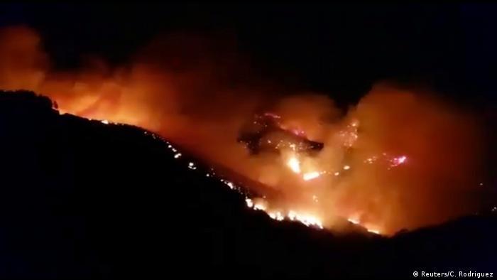 El incendio forestal, que afecta desde el sábado a la isla española de Gran Canaria, ha quemado ya 1.500 hectáreas.