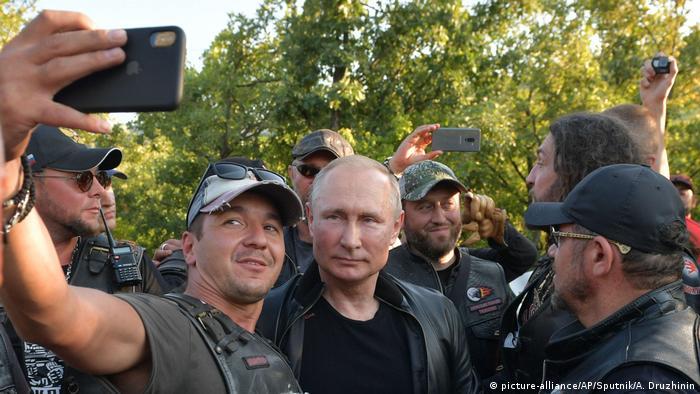 Russland Präsident Putin der Biker