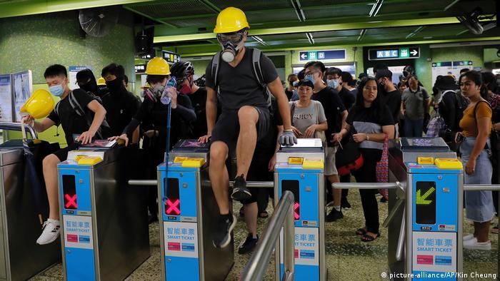 Hongkong Proteste MTR-Schranke